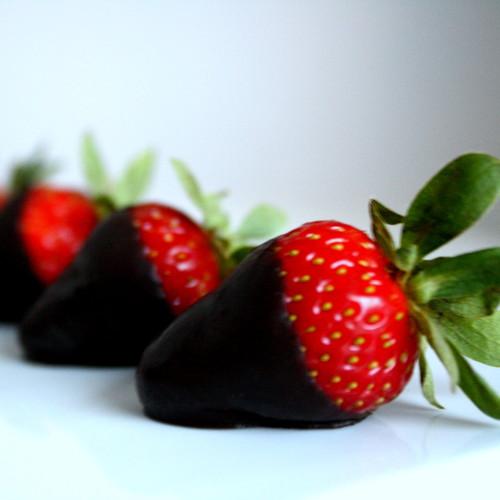 Truskawki w czekoladzie – deser dla taty