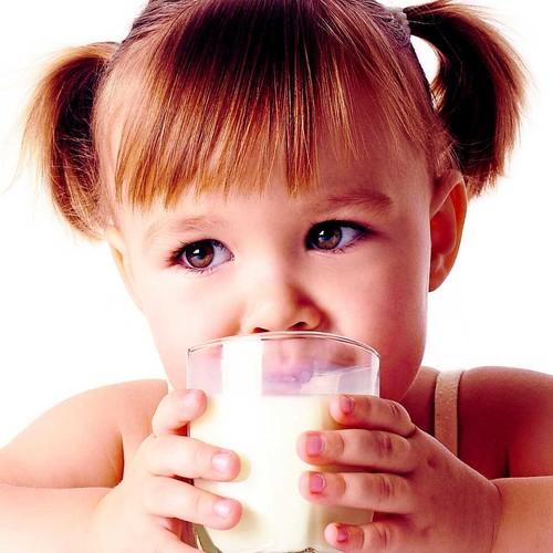 Sposoby zachęcenia dziecka do picia mleka