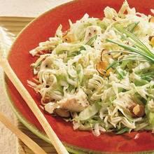 Jak przygotować sałatkę z kapusty i kurczaka na obiad?