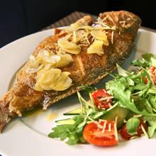 Jak przygotować grillowaną rybę z limonką?