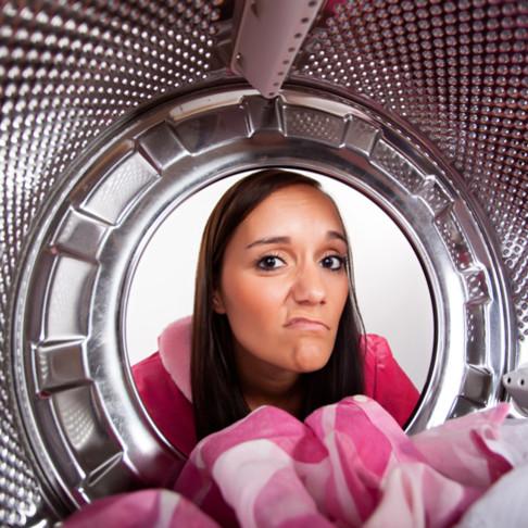 Jak usunąć z upranych rzeczy zapach stęchlizny?