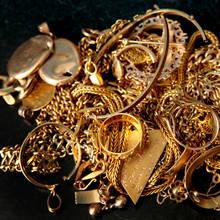 Co powinno się wiedzieć o czyszczeniu złotej biżuterii?
