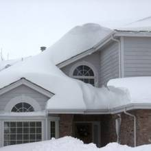 Jak usunąć śnieg z dachu?