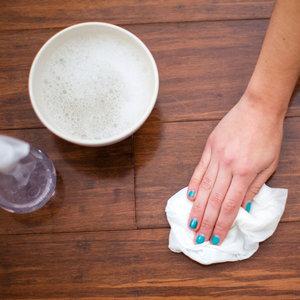 Jak przygotować płyn do mycia podłóg?