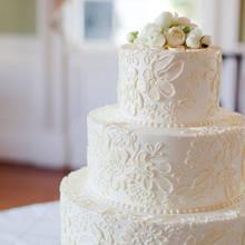 Jak bezpiecznie przewieźć tort weselny?