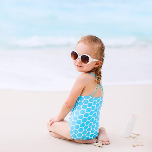 Co wziąć ze sobą, idąc na plażę z dzieckiem?