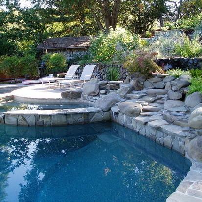 Jak zainstalować w swoim ogrodzie basen?