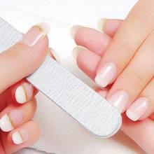Co oznaczają białe paznokcie?