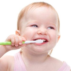 Początek mycia zębów