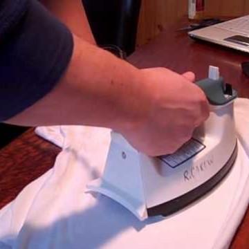 Jak oczyścić meble z białych plam?