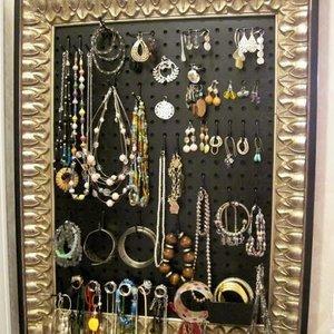 Obrazy z biżuterii