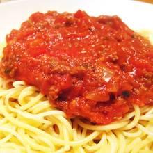 Szybki sos pomidorowy do spaghetti – jak zrobić?