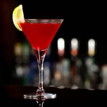 Jak przyrządzić słynny drink Cosmopolitan?