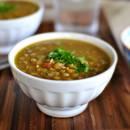 Smaczna zupa z soczewicy z boczkiem