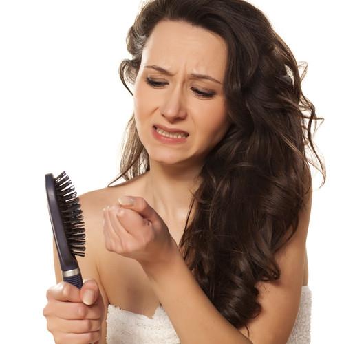 Jak zapobiegać wypadaniu włosów?
