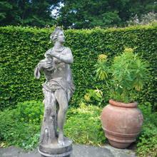 Jak wykonać rzeźbę ogrodową pokrytą patyną?