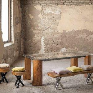 Zestaw z ławą i stolikiem