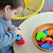 Jak wykonać prostą zabawkę edukacyjną dla malucha?