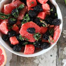 Sałatka owocowa z grejpfrutem – jak zrobić?