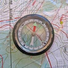 Jak orientować się w terenie za pomocą mapy?