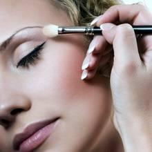 Jak zamaskować zmarszczki makijażem?
