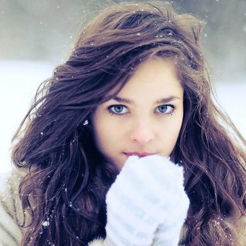 W jaki sposób dbać o włosy zimą?
