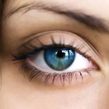 Jaki makijaż oczu stosować przy opadających powiekach?