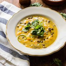 Pyszna zupa dyniowa z ryżem – jak ją przyrządzić?
