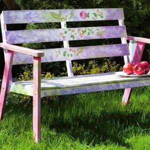 Sposoby ozdabiania ławki ogrodowej
