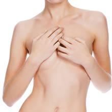 Jak optycznie pomniejszyć biust?