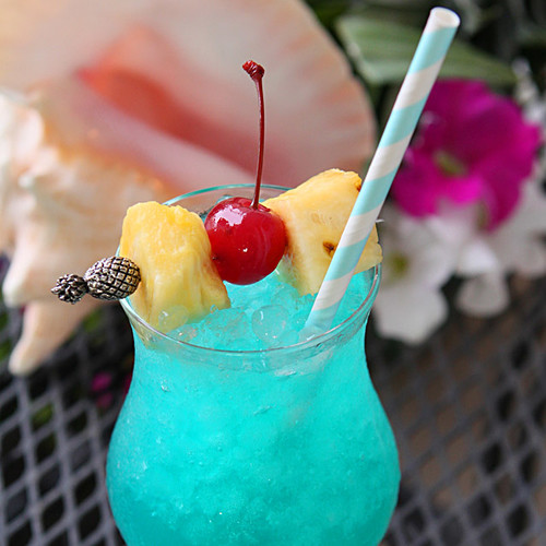 Blue Hawaii – drink na imprezę hawajską