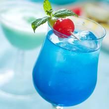Blue Lagoon – pyszny drink na przyjęcie