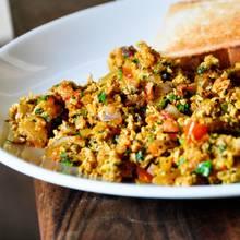 Jak przyrządzić jajecznicę po indyjsku?