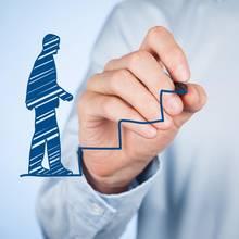 Jakie są zasady zatrudniania pierwszego pracownika?