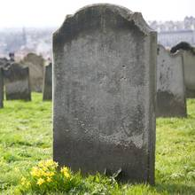 Jak dobrze wyczyścić pomnik nagrobny?