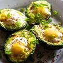 Jak zrobić awokado zapiekane z jajkiem?