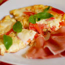 Prosty sposób na pyszny omlet z pomidorami