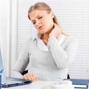 Proste sposoby na unikanie bólu pleców podczas pracy siedzącej
