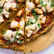 Jak przyrządzić pizzę na cieście z cukinii?
