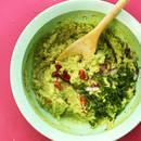 Jak przyrządzić guacamole z cebulą i pomidorami?