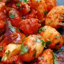 Krewetki z sosem pomidorowo-czosnkowym – jak wykonać?