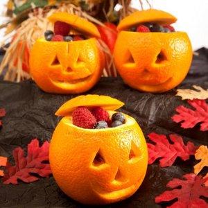 Jak przyrządzić owocową sałatkę halloweenową?