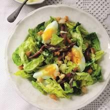 Jak zrobić smaczną sałatkę z jaj i anchois?