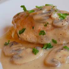 Jak przyrządzić pierś z kurczaka w sosie pieczarkowym?