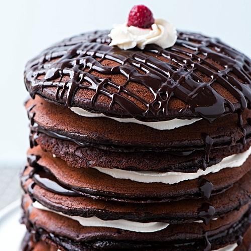 Jak przygotować czekoladowy tort naleśnikowy?