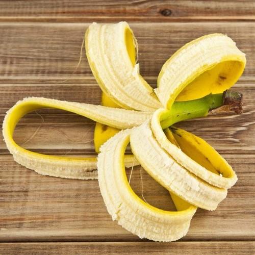 Proste zasady wybielania zębów skórką od banana