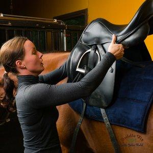 Siodłanie konia – krok trzeci