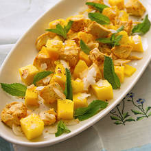 Jak przyrządzić sałatkę z kurczakiem, mango i kokosem?
