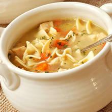 Sposób na dobrą zupę z kurczakiem i makaronem