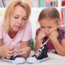 Właściwy sposób na nauczenie dziecka wiązania butów